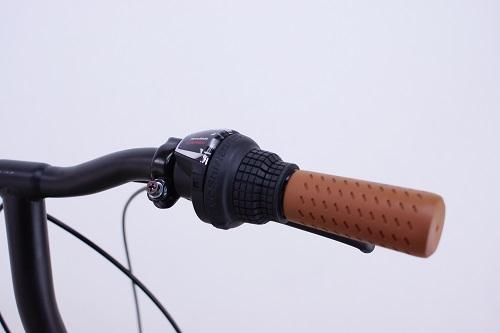 手元で簡単操作のグリップ変速レバー